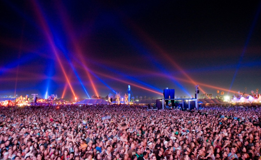 Coachella-Valley-Music-Arts-Festival_Indio_Main-Stage-Audience