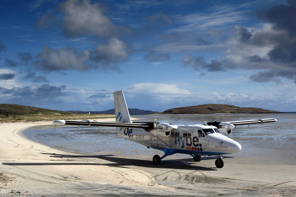 Flybe-Twin-Otter-at-Barra-Airport-Outer-Hebrides-Scotland-2