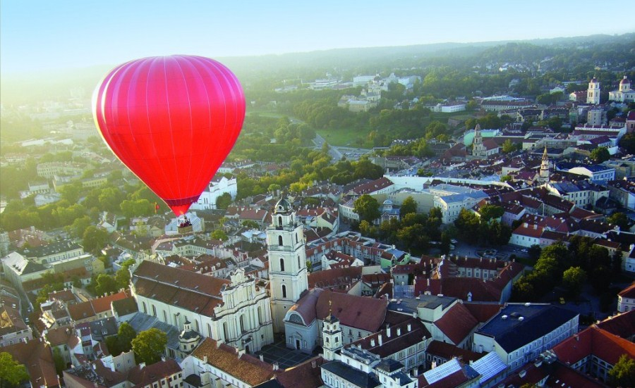 Hot-Air-Ballooning-over-Vilnius-Old-Town1-1024x831