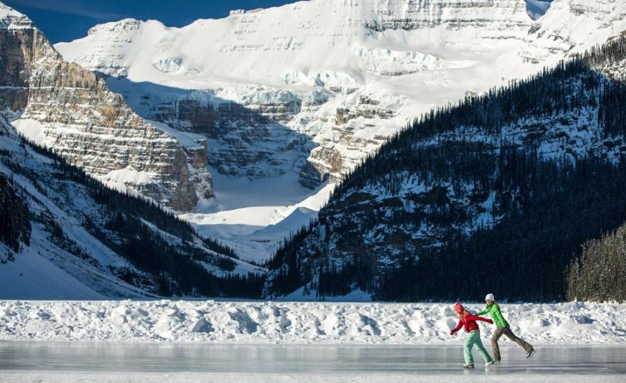 Ice-Skating-Lake-Louise-Paul-Zizka-5-Horizontal_54_990x660