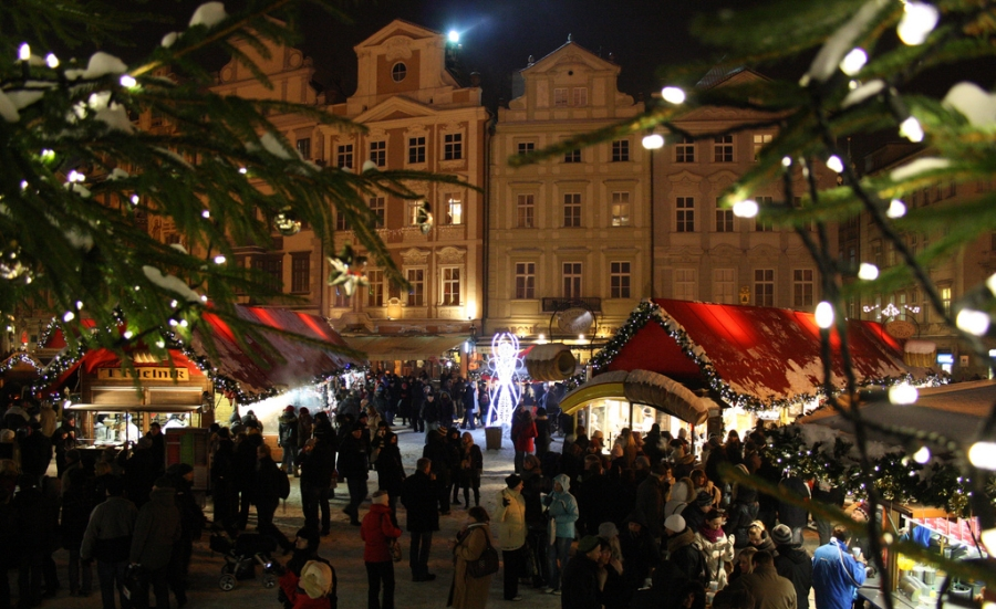 christmas-market-old-town-square-prague-03